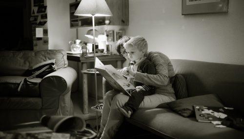 Làm thế nào để rèn luyện cho con thói quen thích đọc sách?